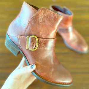 Born Booties ring harness cognac leather Sz 8 EUC